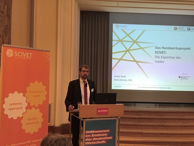 André Weiß, ZDH, stellt das Projekt SCIVET vor.