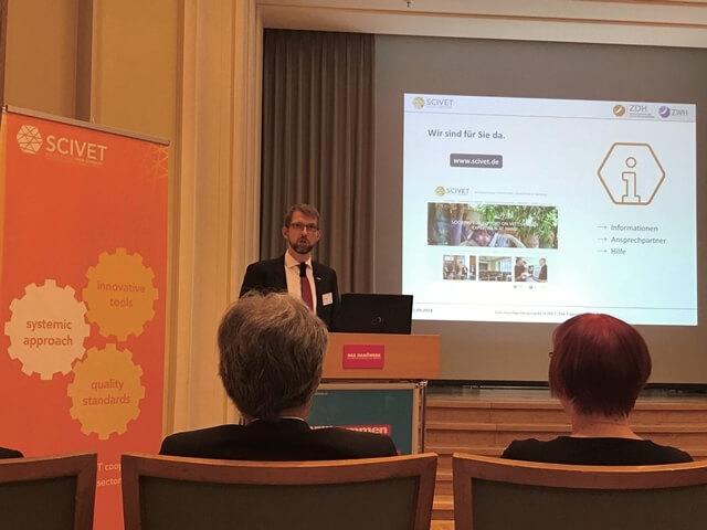 André Weiß, ZDH, stellt das Angebot der SCIVET-Koordinierungsstelle vor.