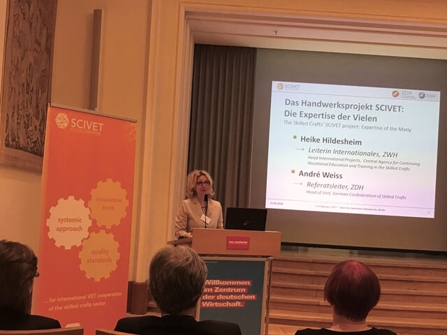 Heike Hildesheim, ZWH, stellt das Projekt SCIVET vor.
